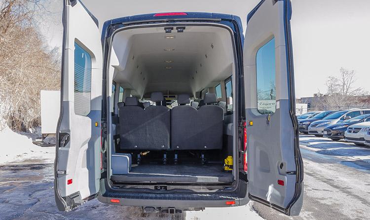 Location d'un minibus 15 places à Montréal   Location Légaré